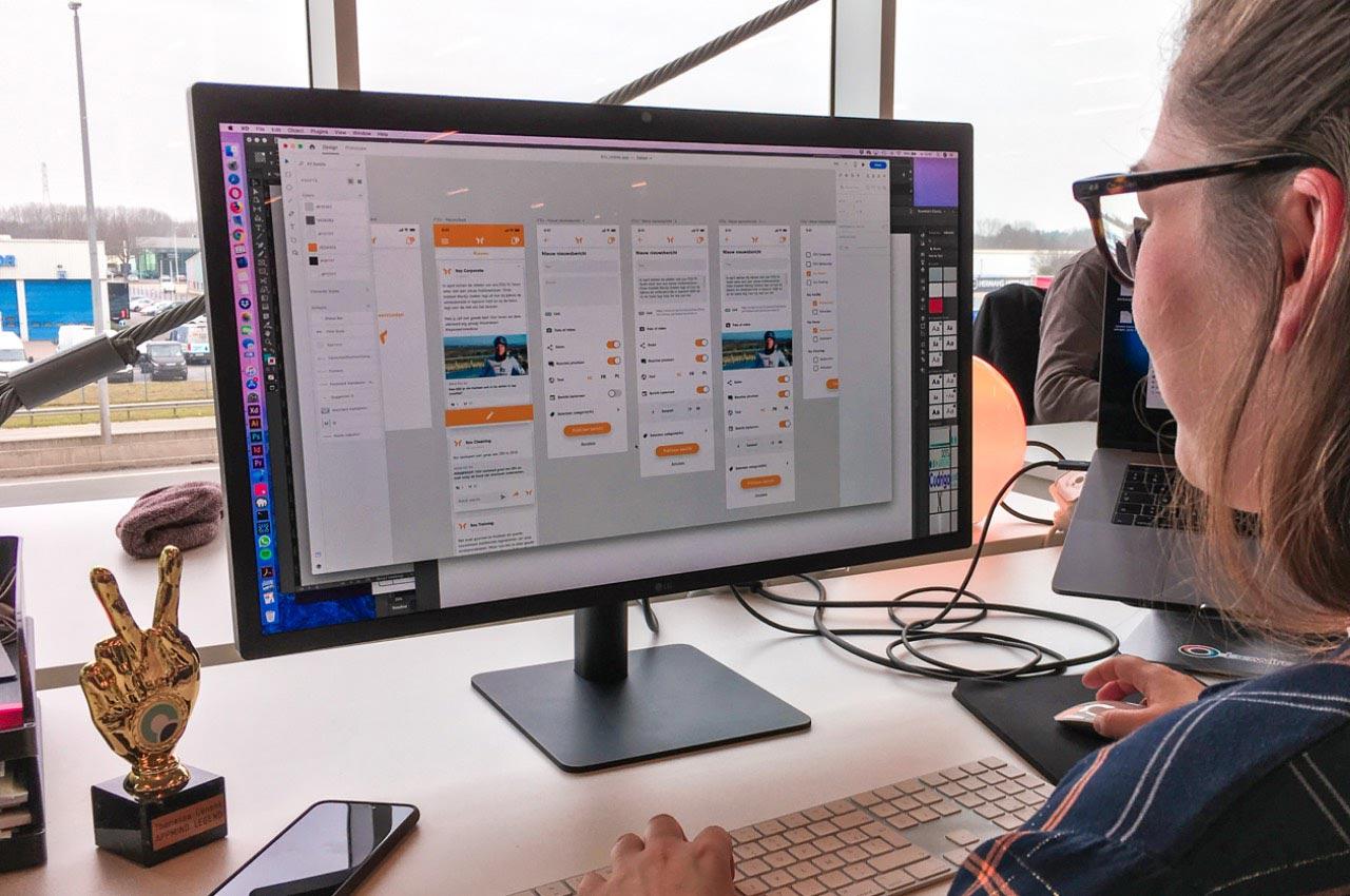 Mobile apps - User Interface Designer Theriessa werkt aan een mobile design