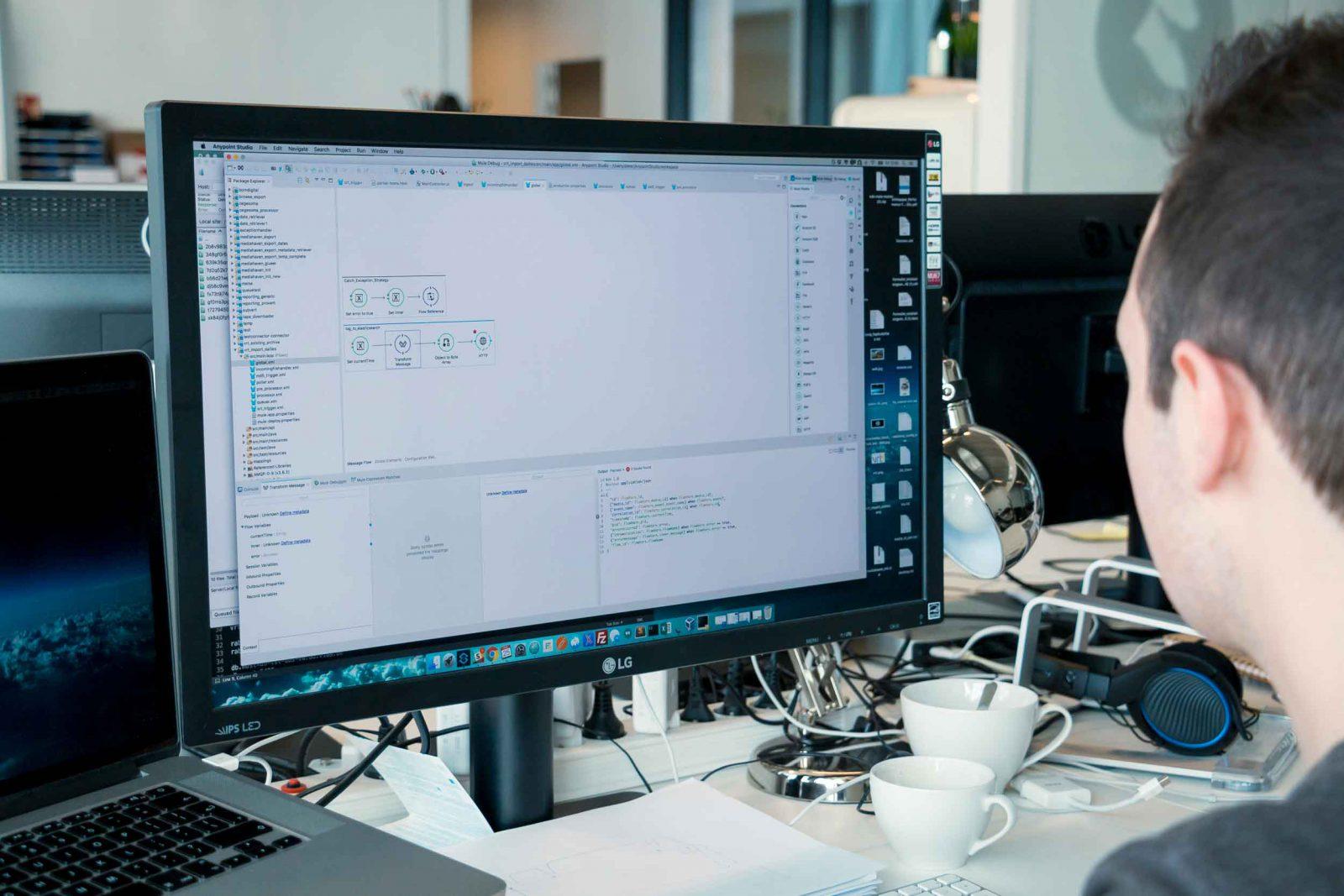 Dieter werkt in Mulesoft Anypoint Studio bij VIAA