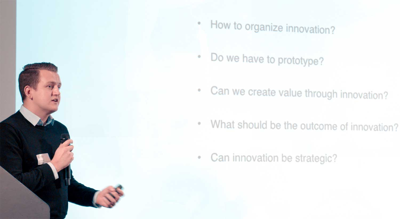 Jens geeft een presentatie over Innovation Program Management
