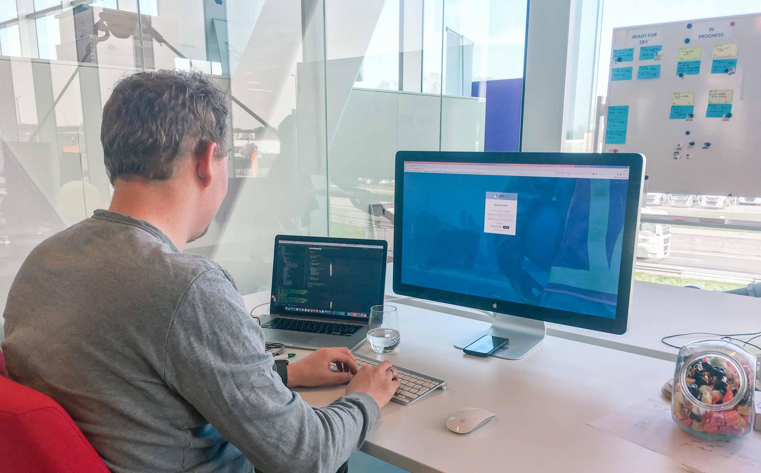 Kristof codeert het Alfapass login scherm