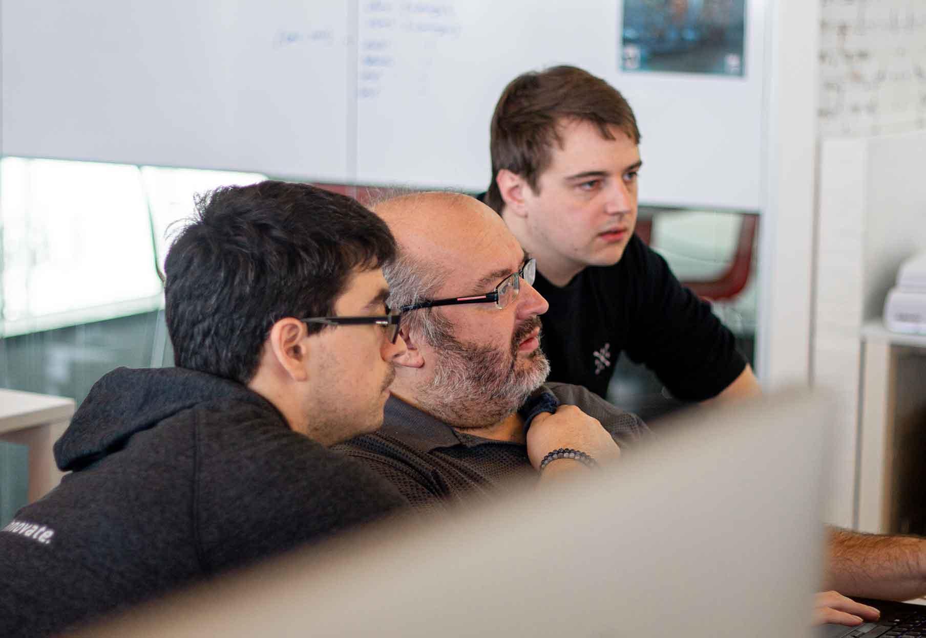 Het software team van Bewire werkend aan eStox